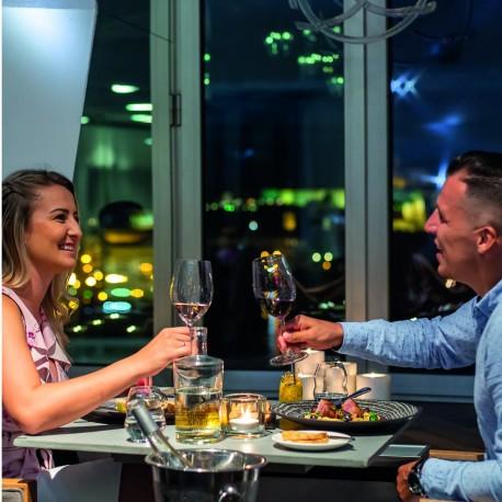 Noc v Tančícím domě s romantickou večeří