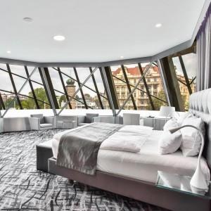 Noc v Ginger suite s výhledem na Pražský Hrad